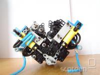 pogled v drobovje motorja