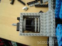 sklopka, vgrajena za motorjem