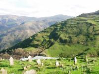 In peruansko zeleni hribi, ki ga obdajajo.