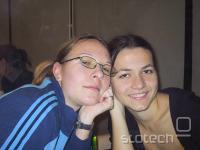 Dve kiberpipini hostesi v rahlo okajenem stanju eno morda poznate, saj predstavlja 50% ženske forumske populacije na S-Tju