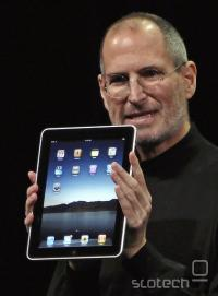 Steve Jobs z iPadom