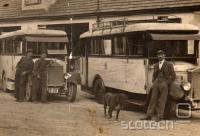Moj pradedek (vratar na skrajni desni) in avtobusi Gr?ff und Stift