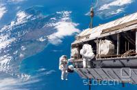 drugače pa imamo kartonaste vesoljske postaje :D