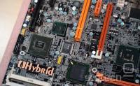 Hibridna plošča z ležiščem LGA-775 in procesorjem Atom ter njima pripadajočimi veznimi čipovji in ostalimi komponentami