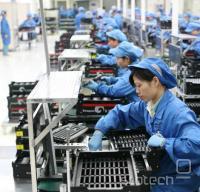 Delavci v Foxconnovi tovarni v Shenzenu