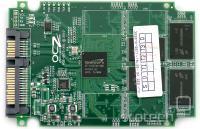 25 nm različica OCZ Vertex 2 - preostali štirje čipi so na zadnji strani tiskanine