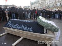 V Nemčiji so številni protestniki že leta 2007 takole izrazili svoje nasprotovanje retencijski direktivi in lani tudi dosegli svoje.