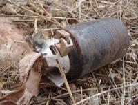 Kasetna bomba M85 izraelske izdelave, ki je videla precej rabe v Libanonu. Po specifikacijah naj bi zaradi posebnega varnostnega mehanizma ostalo neksplodiranih manj kot 1% bombletov, vendar nevladna poročila trdijo drugače.