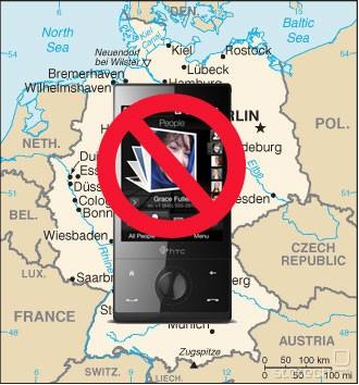 IPCom je začasno odredbo za prepoved prodaje HTC-jevih pametnih telefonov dobil že spomladi 2009, zdaj pa je postala pravnomočna. HTC je v vmesnem času stavil na razveljavitev ključnih patentov (skupaj z Nokio), a preprosto ni šlo dovolj hitro.