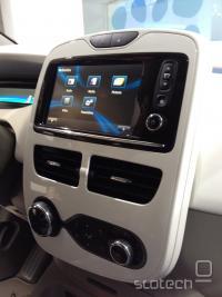 LCD touch screen na centralni konzoli