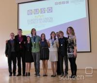 Slovenska ekipa na EUSO 2012 z mentorji. Z leve: Matej Huš, Lovro Kotnik, Lidija Magdevska, Bruno Marinič, Klara Nosan, Julija Gorenc, Tatjana Durmič, Miha Rihtaršič, Anita Nose.