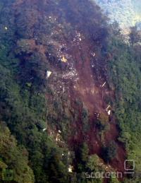 Razbitine letala so našli na steni gore Salak v Indoneziji, na višino okoli 1500 metrov. Teren je izredno težko dostopen.