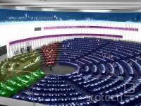 Dvorana evropskega parlamenta v Strassburgu. Poslanci ljudske stranke in konzervativcev sedijo desno oz. desno spodaj.