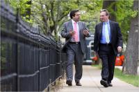 Asim Ghafoor in Wendell Belew, odvetnika savdske dobrodelne organizacije, očitata vladi ZDA, da je nezakonito prisluškovala njunim pogovorom.