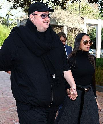Dotcom z ženo, na poti na sodišče.