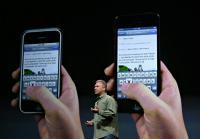 iPhone 4S in 5 stran ob strani. Je večji, a še ravno prav večji, tako da navigacija s palcem še ni naporna.