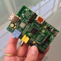 Model A - brez ethernet porta, samo z enim USB-jem.