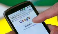 Google proizvajalcem Androida vsiljuje kup svojih programov, s katerimi potem zbira trope uporabniških podatkov.