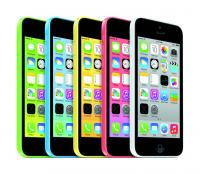 iPhone 5C v vseh petih barvnih kombinacijah
