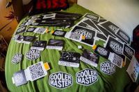 CoolerMaster me je presenetil s takim številom nalepk. Če kdo želi kakšno, podarim.