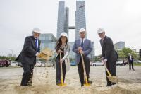 Novi Münchenski župan Dieter Reiter (tretji z leve) ob začetku gradnje nove Microsoftove poslovne stolpnice, maja letos