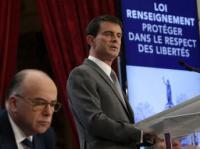 Premier Manuel Valls in notranji minister Bernard Cazeneuve