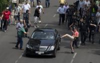 Uber je v preteklosti povzročil proteste taksistov zaradi nelojalne konkurence, zaradi česar je v številnih državah prepovedan,