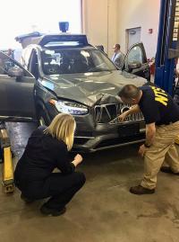 Agenti NTSB preiskujejo Uberjevo vozilo udeleženo v nesreči.