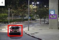 Avto, dron in lažni prometni znak