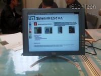 Herculesev LCD monitor, ki pa ga ni predstavljalo podjetje, ki bi se ukvarjalo s prodajo ali izdelovanjem monitorjev, temveč je na njem tekla predstavitev nekega podjetja s stroji