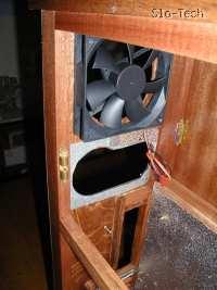 Slika 12: Luknji za napajalnik in ventilator