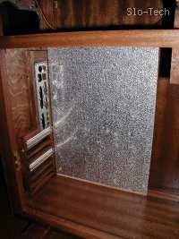 Slika 11: Detajl hrbtišča in plošče na katero pritrdimo matično ploščo