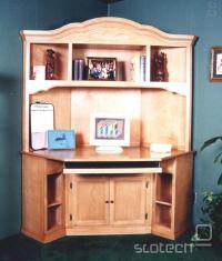 miza združena z omaro